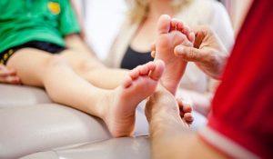چگونه می توان درد ساق پا در کودکان را تسکین داد؟