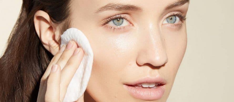 نحوه پاک کردن ماسک خاک رس از روی صورت